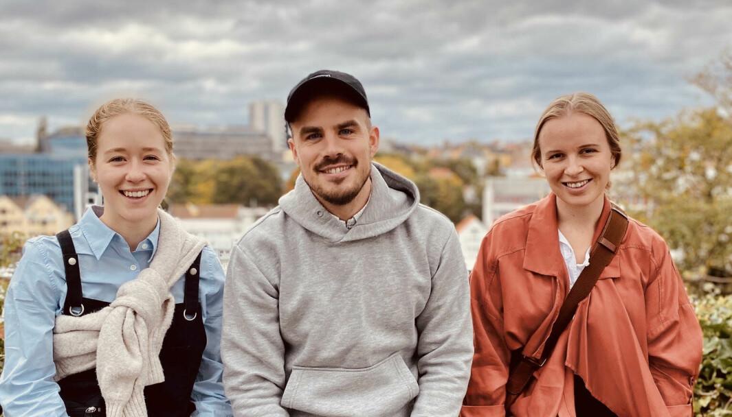 Ane Haugvaldstad Walle (til venstre), Martin Brønner og Kaja Bast Sørsdal har sammen laget «Sykepleierspillet».
