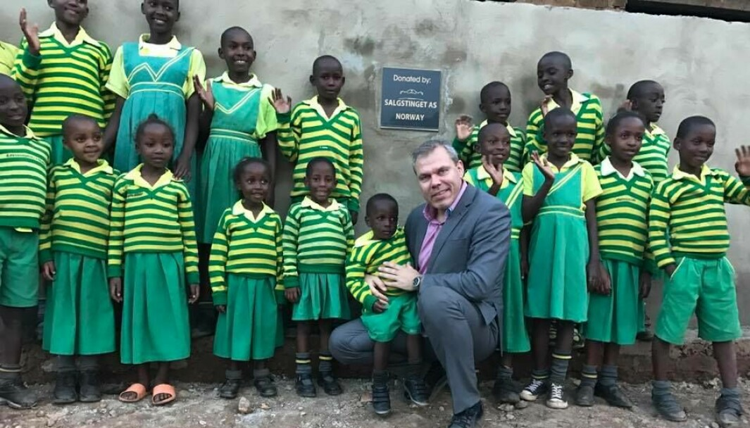Jens Quanvik på besøk hos stiftelsen Child Africa.