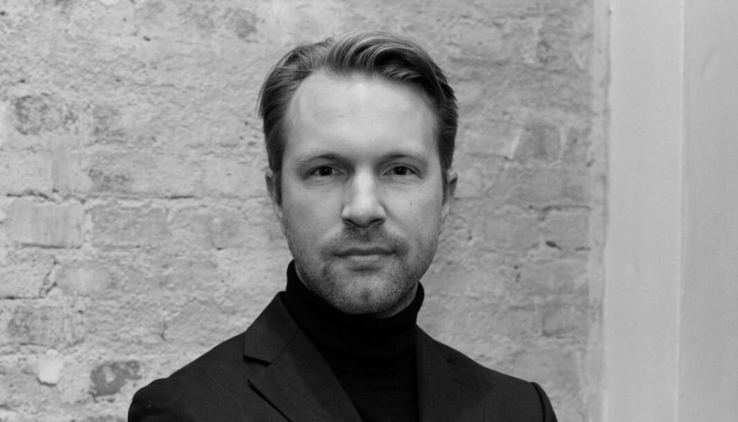 Fredrik Selander jobber til vanlig på kontoret i Stocholm, men skal reise rundt til Danmark, Tyskland, UK, Nederland og Sveits.